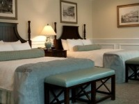 Pocono-manor-2-QN-beds.jpg